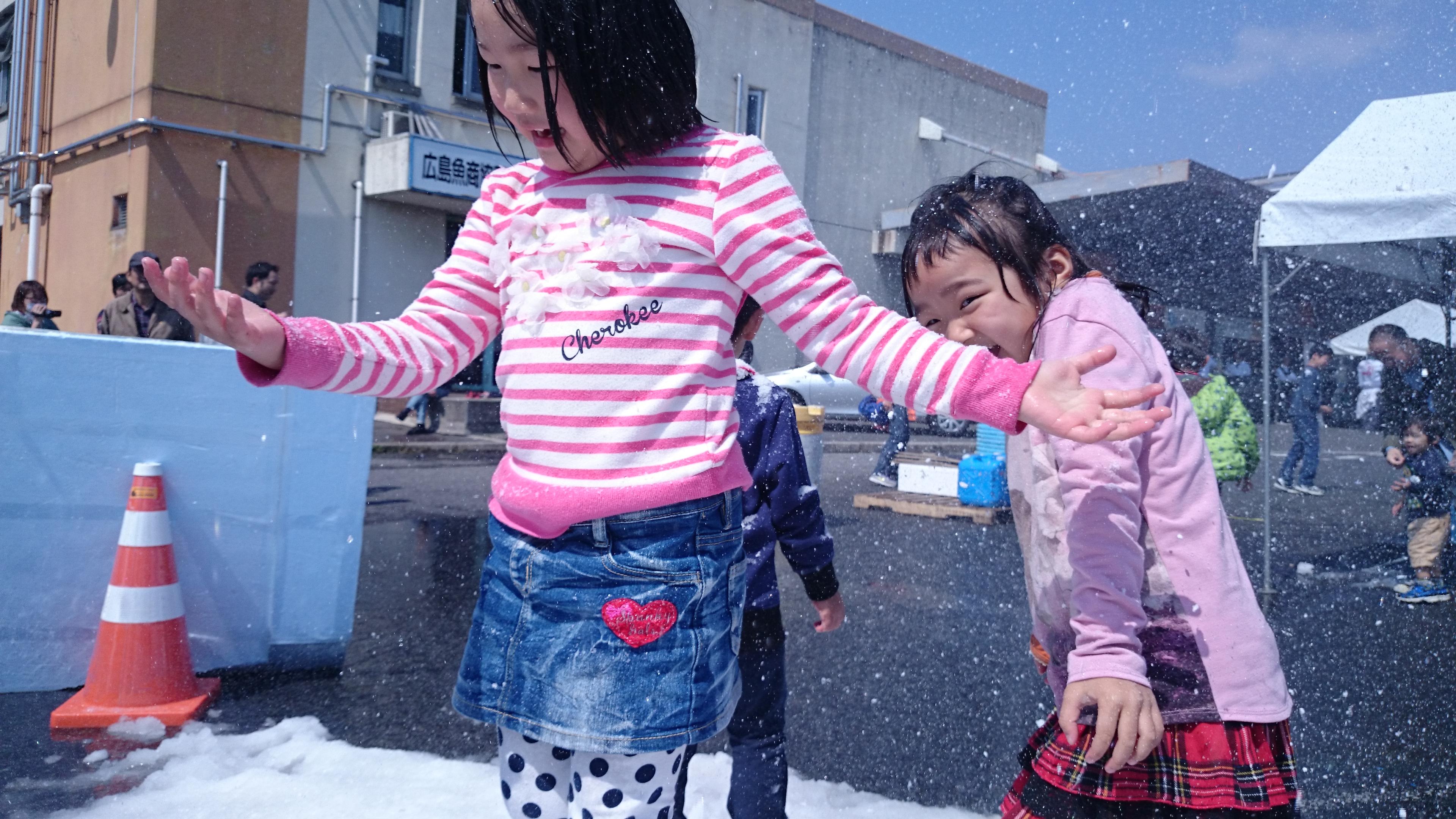 雪まつりin市場まつり 氷の滑り台&雪イベント