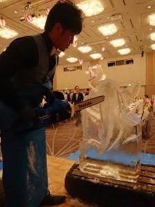 氷彫刻実演ショー池田